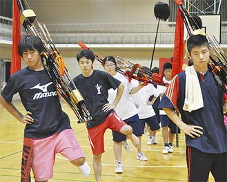 町民体育館で練習する奴たち