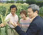 雨宮さん(中央)と東郷さん(右)