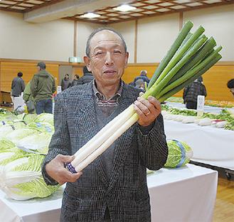 県知事賞を受賞した瀬戸さん=17日・大井町総合体育館