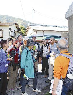 平賀さん(右から2人目)が解説した