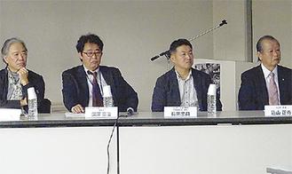 込山正秀小山町長(右)とFCの深澤理事長(左2人目)