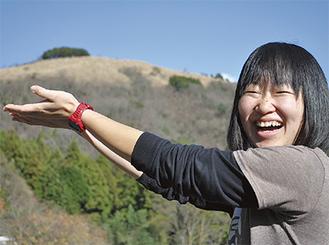 家から見える頂上(12ha)に牧場を作ることが島崎さんの目標=山北町共和地区深沢