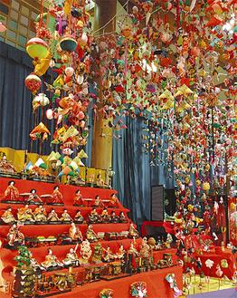 松田町の子どもの館のひな飾り