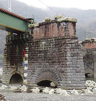 山北町に残る鉄道遺産を解説つきで見学できる