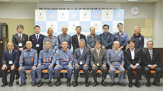 13日に発足した連絡協議会のメンバー