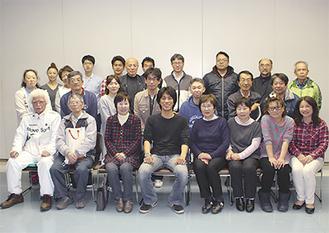 実行委員会のメンバー。中央が香川実行委員長=12日撮影