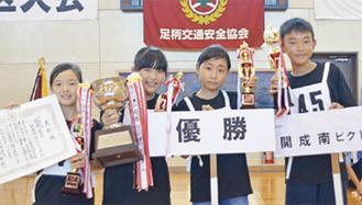 左から阪上さん、山崎さん、鈴木さん、畠山くん