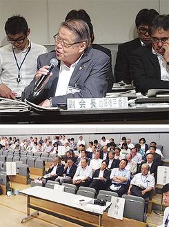 任意協議会で発言する加藤修平市長(上)、協議を見守る傍聴者(下)