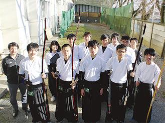 山北高校のメンバー前列左から奥津、野中、草柳、二宮、伊村 =12月11日撮影