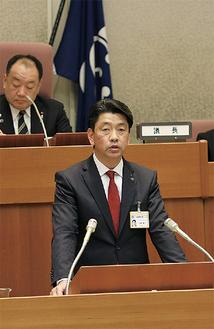 中核市移行の断念を表明する加藤市長