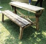 作家9人で作ったベンチ