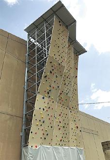高さ13mのリードクライミング施設