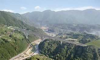 国内最大の特殊アーチ橋