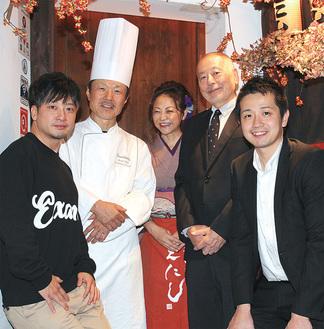 左から北島さん、小山シェフ、えにし女将の田村由希絵さん、井上社長、湯浅杜氏