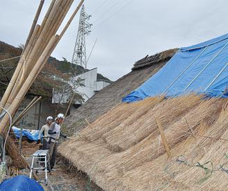 ふき替え工事が進む三保の家