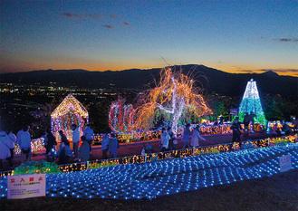 公園内の高台から箱根方面を望む =11月24日撮影