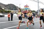 川本邸の前を走る中学生