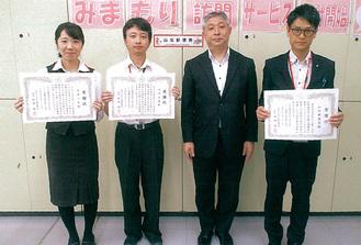 左から筒井さん、大津さん、中田署長、陳ケ尾さん