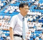 始球式を務める渡辺前監督