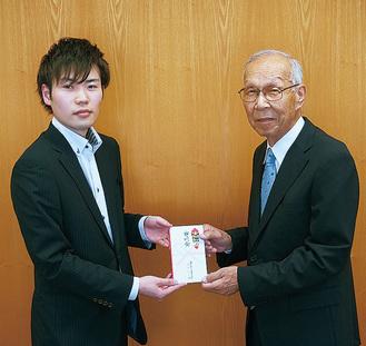 畠さん(左)と菅谷会長