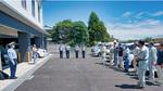 清掃・点検活動には松田警察署員も同行。暑い中、作業の安全に努めた