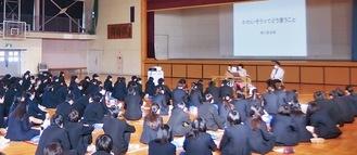高浜高校では生徒240人が聴講した