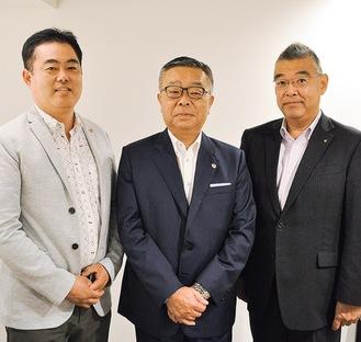 神奈川県宅建協会の副会長に就任した高杉氏(中央)と藤井氏(左)、鈴木氏