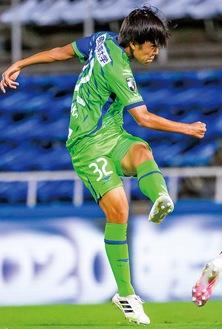 Jデビューのピッチに立つ田中選手(写真提供/湘南ベルマーレ)