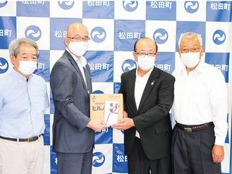 本山町長(中央左)と安藤代表理事組合長(同右)ら