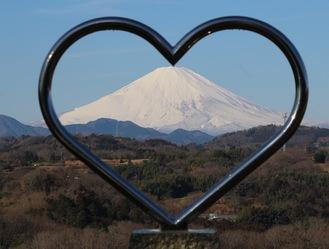ハートの向こうに見える富士