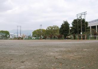 人工芝を敷設予定のグラウンド