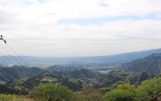 こちらは富士山とは反対側、天気がよいと足柄平野がキラキラ光ってみえます