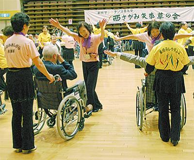 車椅子ダンスで溢れる笑顔