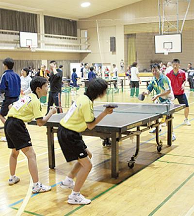 世代超え 卓球対決