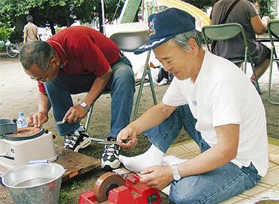 チャリティ包丁研ぎ・まな板削りが人気