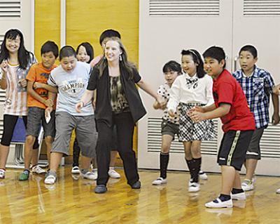 遊びや踊りで国際交流