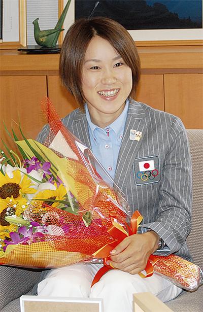 尾崎好美選手が山北町役場を訪問