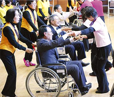 車椅子レクダンスを普及し10年