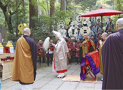 技の継承を誓う 県鳶会が物故者慰霊祭