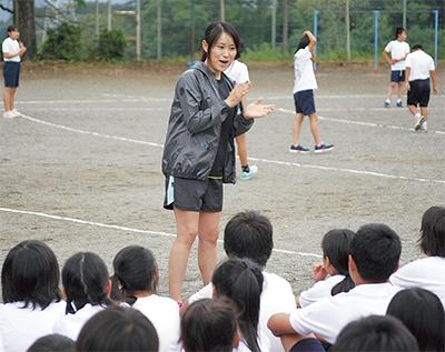 尾崎さんが母校で指導