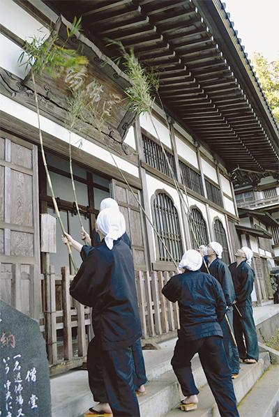 大雄山最乗寺ですす払い