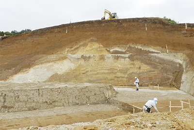 箱根火山起源の地層が露出