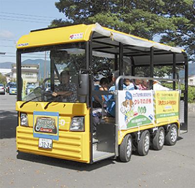 電気バス 街を走る