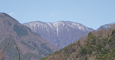 遠くの山、冠雪