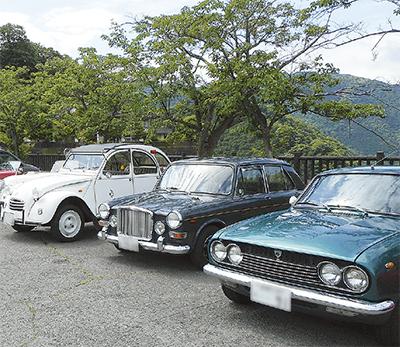 往年の名車30台を展示