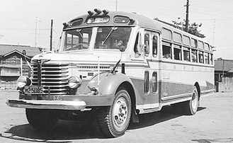 1950年代のバス 行先は「湖尻」