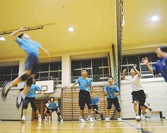 東台福浦小学校での練習風景
