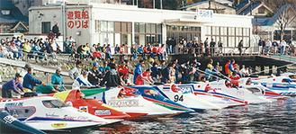 高速艇が並ぶ元箱根(過去の大会)