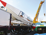 KEレーシング(京都)は排気量1万6200CCの大型艇をトレーラーで搬入