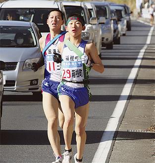 2区をゆく大泉選手(伊勢原市善波付近)